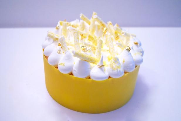 Julienne: ganache citron, croustillant blanc, biscuit moelleux, crème citron, meringue italienne