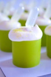 Momo: croustillant blanc, ganache mojito, mousse guimauve citron vert