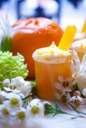 Liya: croustillant blanc, biscuit, ganache jasmin, gelée mandarine