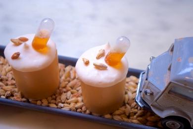 Romain: croustillant blanc, biscuit, ganache au praliné à l'orge malté et gelée bière ambrée